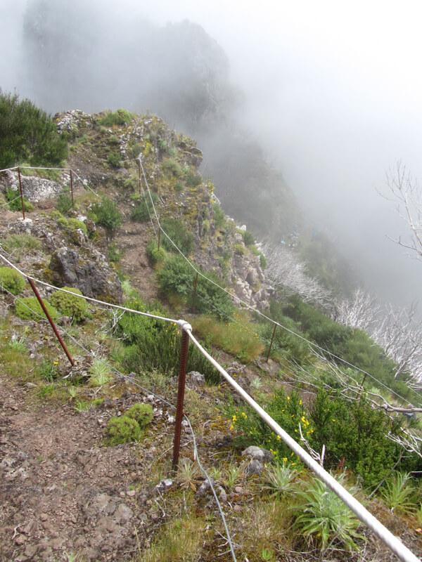 Der steile Abstieg zum Boca das Torrinhas