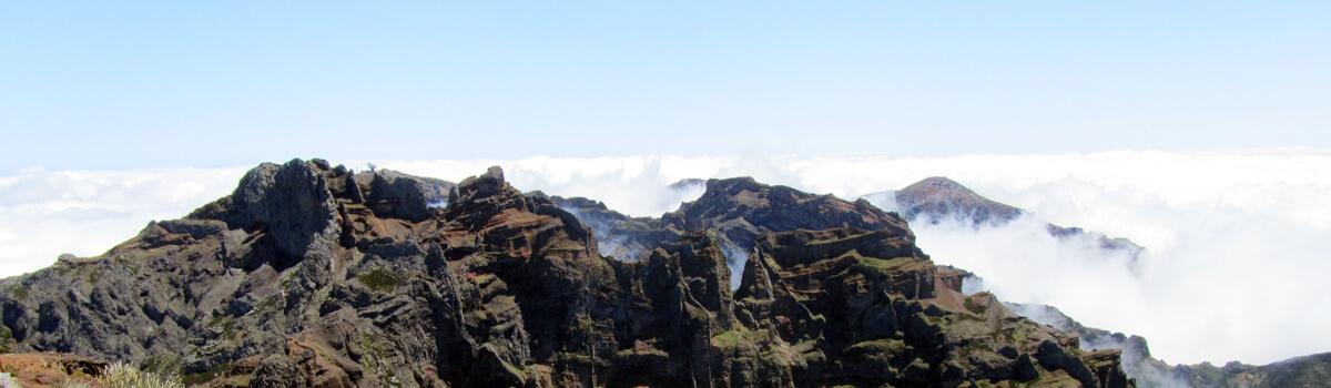 Blick vom Pico Ruivo auf den Pico do Arieiro