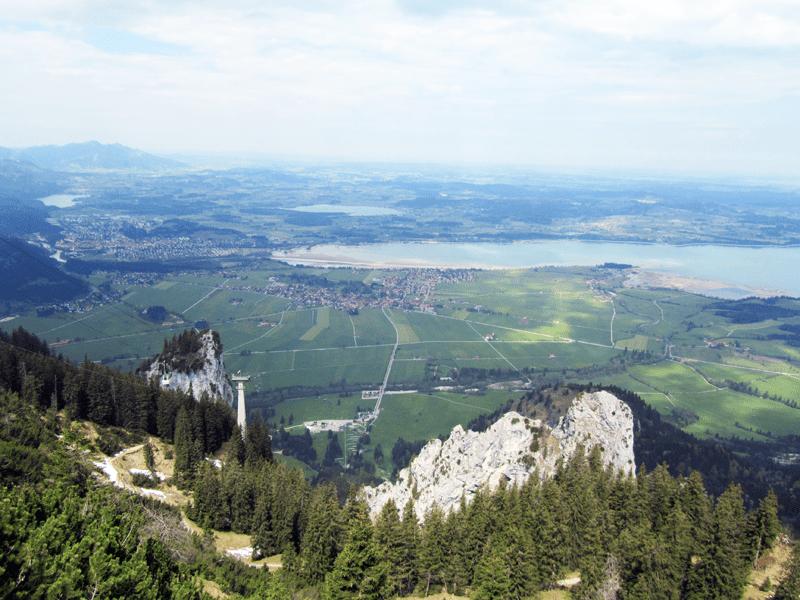 Blick zur Tegelbergbahn-Talstation