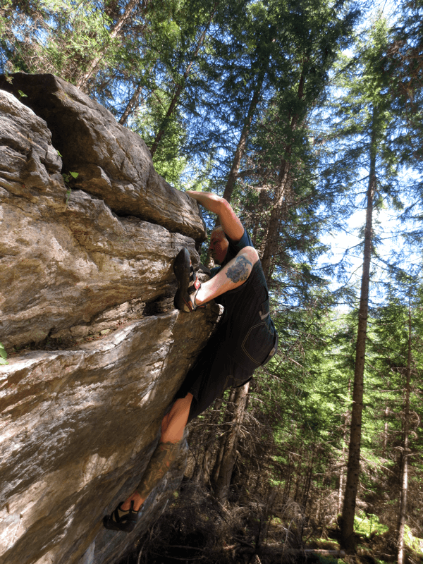 Beste Boulderprobleme mitten im Wald