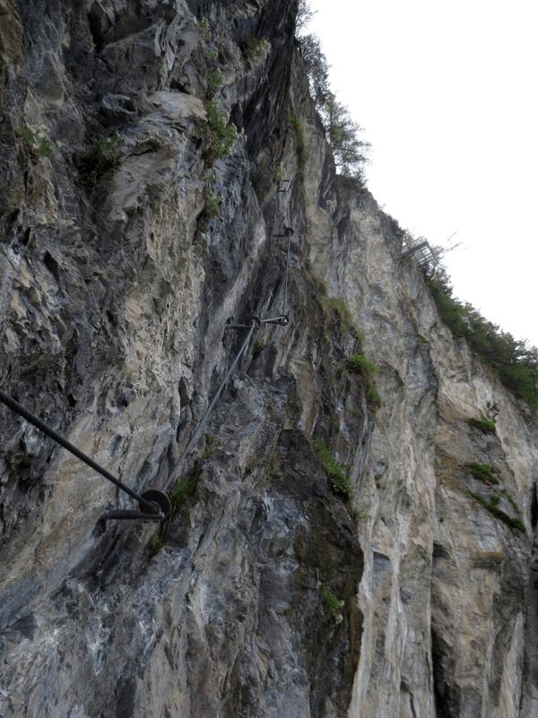 Steile Passage im Steinwand Klettersteig