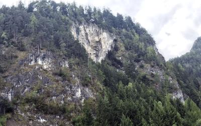 Steinwand Klettersteig