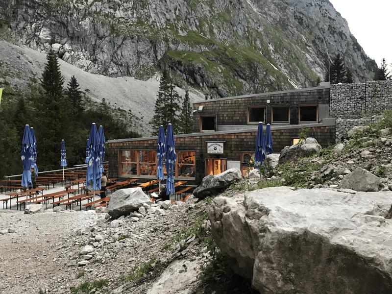 Höllentalangerhütte mit Terrasse