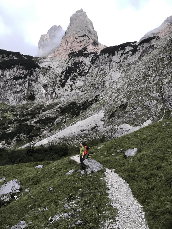 Philipp im Zustieg zum Klettersteig