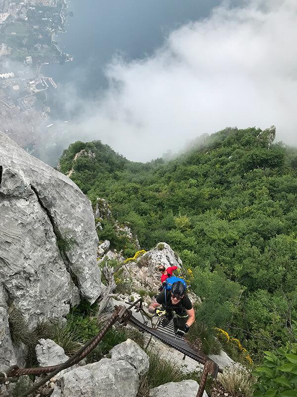ausgesetzte Leitern im Gipfelbereich