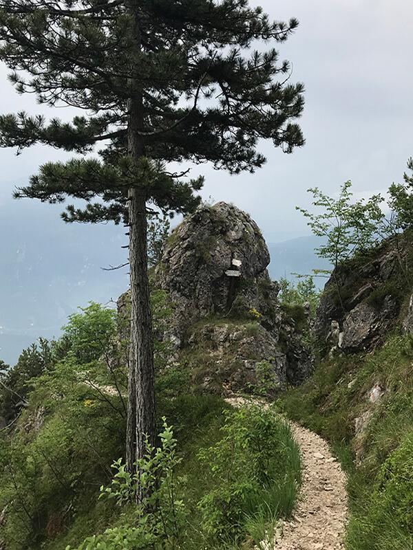 Abstieg über einen schmalen Pfad