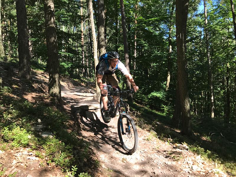 Markus an einem kleine Sprung des Wintersberg-Trails