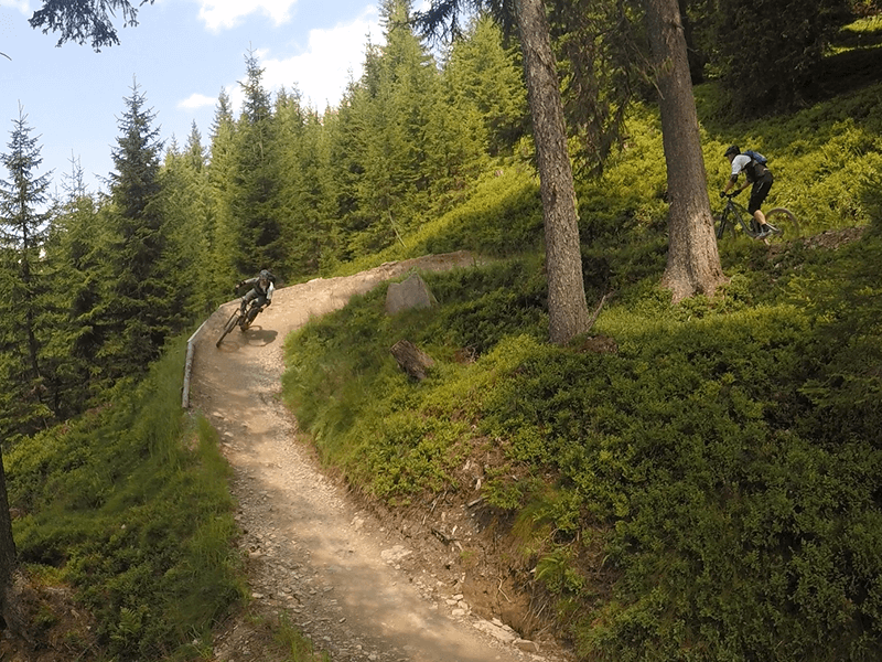 geniale Steilkurven des Hakelberg Trail