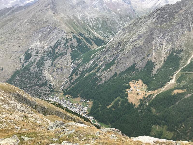 Saas-Almagel tief im Tal gelegen