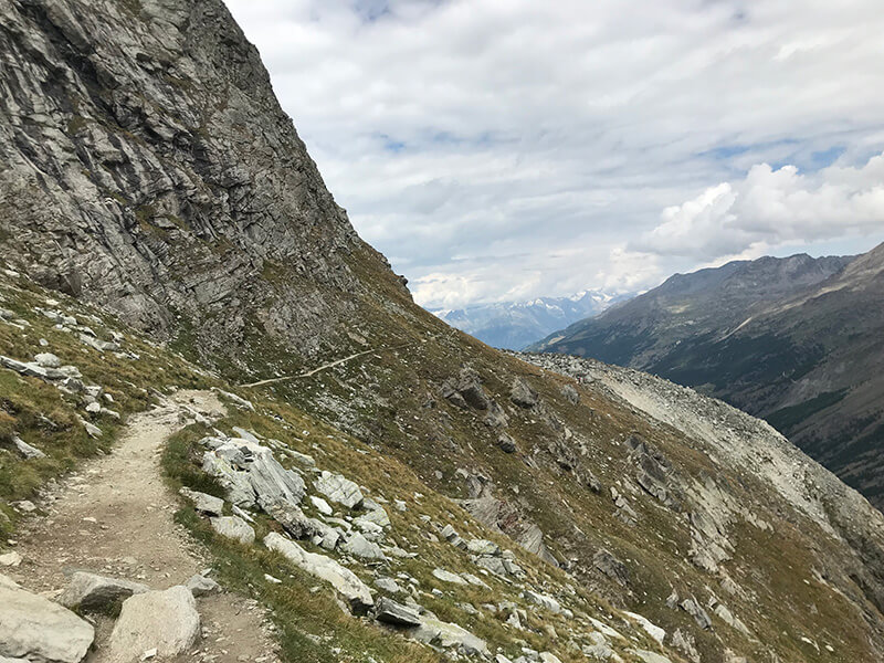 schmaler Bergpfad hinüber zur Plattjenbahn