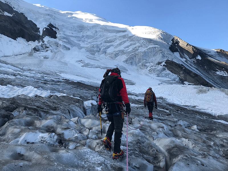 Uschi und Jan zwischen Gletscherspalten
