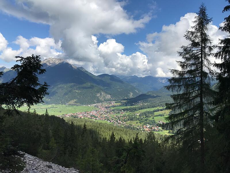 Blick hinab nach Ehrwald