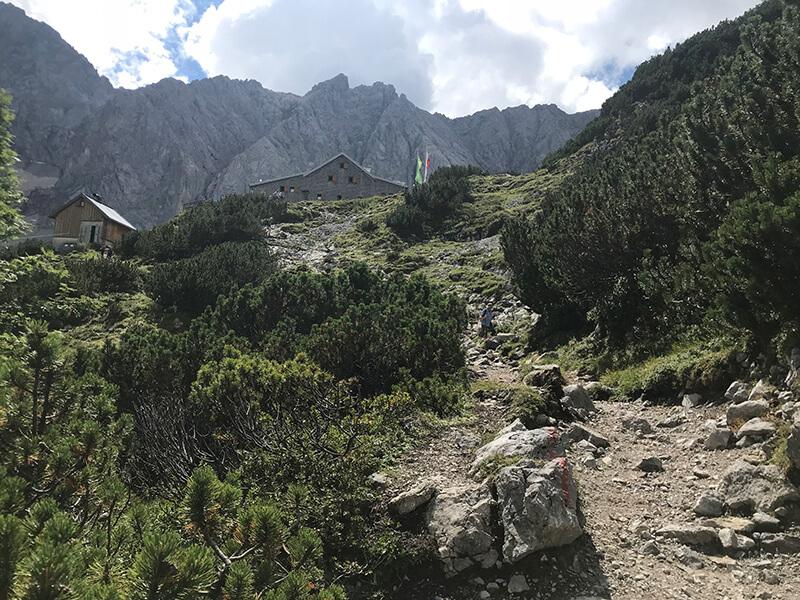 die Coburger Hütte in Sicht
