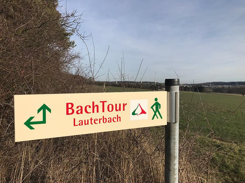 Wegweiser der Bachtour