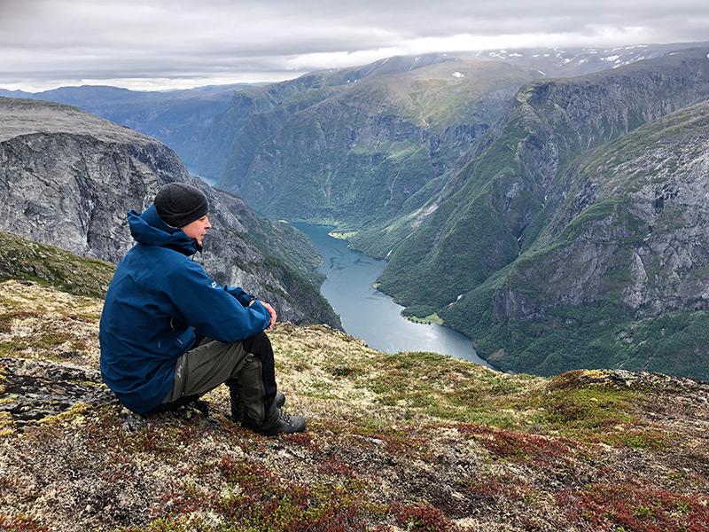 Auf dem Rimstigen am Nærøyfjord