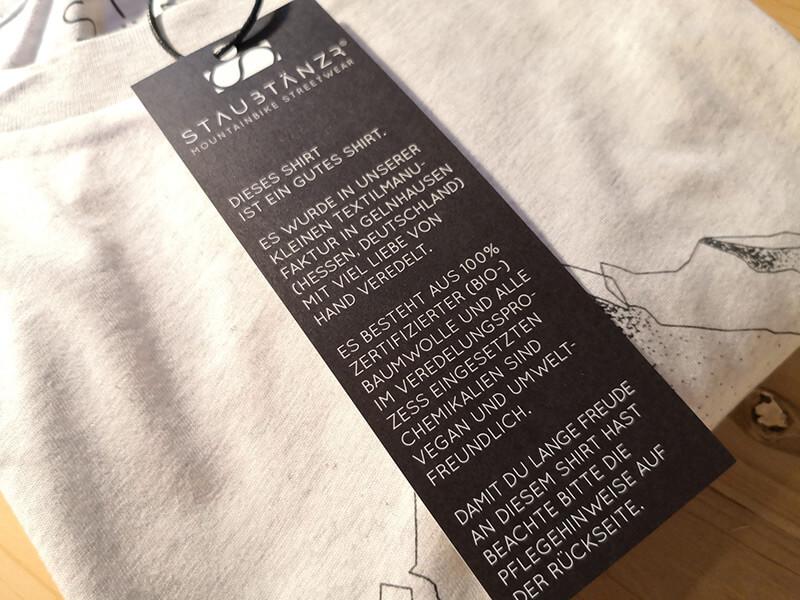 Simplicity Shirt mit Anhängekarte