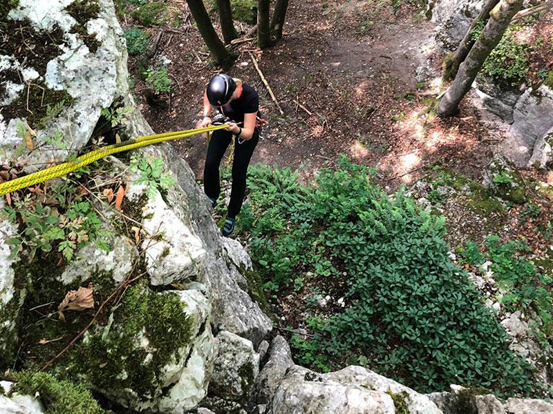 Barbara beim Abseilen vom Gipfelstürmerblock