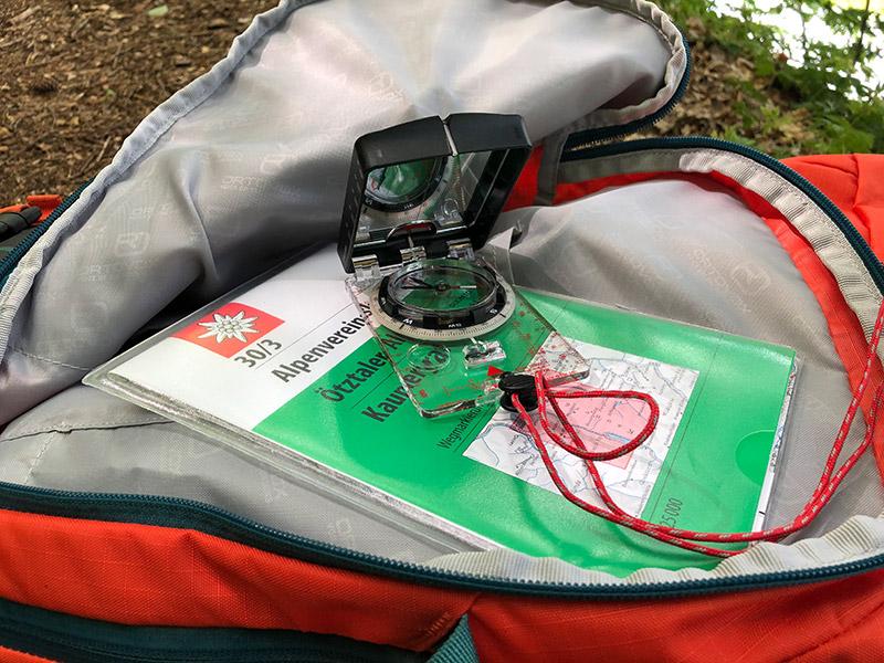 mittelgroßes Fach vor dem Hauptfach für  Kleinteil, Kartenmaterial oder auf Skitour für Lawinenausrüstung