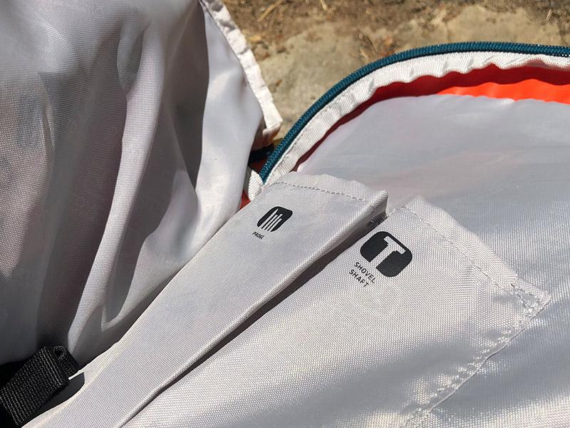 Beschriftung auf Einschubfächern für Lawienenausrüstung