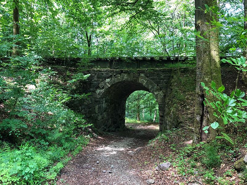 Brücke der alten Bahntrasse