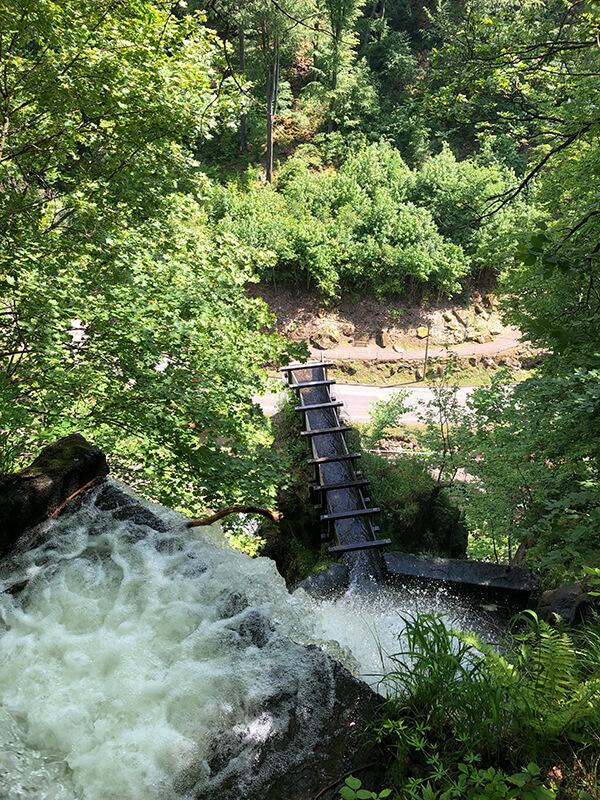 Blick von oben auf den Trusetaler Wasserfall
