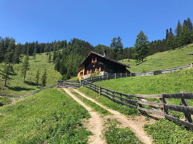 Die Sarlhütte auf 1720 m