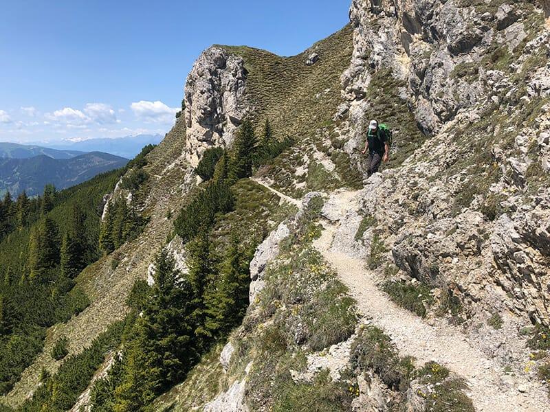 schmaler Steig an der Südflanke des Sarlkofel