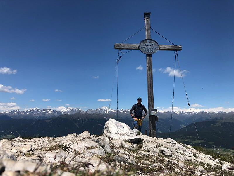 Am Gipfelkreuz des Sarlkofel