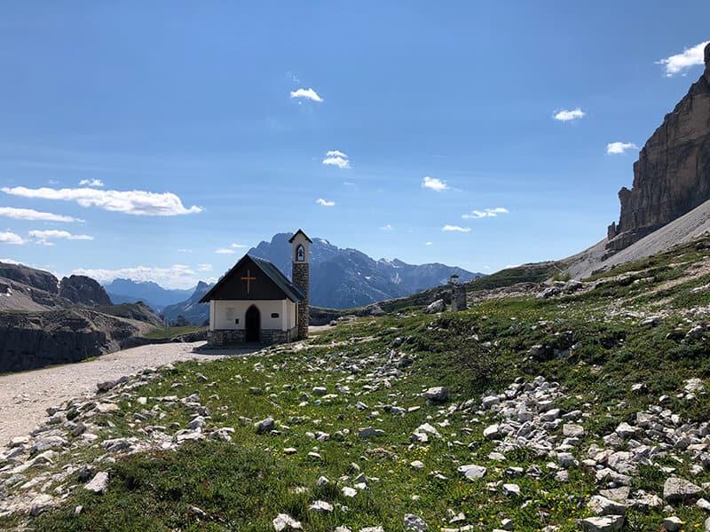 kleine Kapelle am Fuße der Südwände