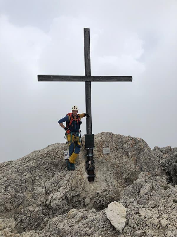 Am Gipfelkreuz des Hexenstein