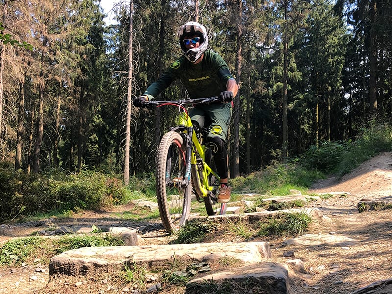Roman im Steinfeld des Downhill Racetrack