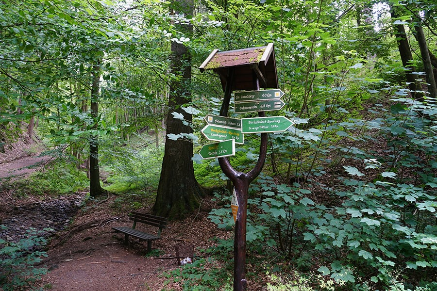 Wegweiser im Thüringer Wald