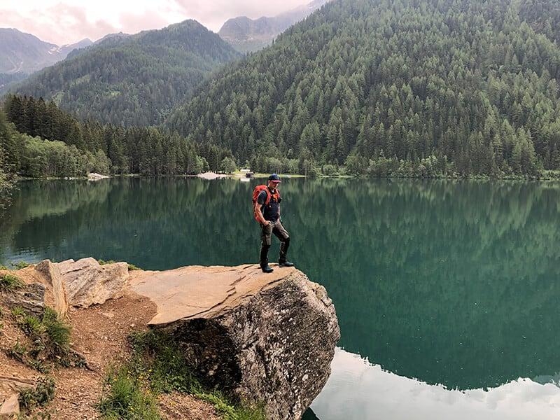 Blick vom Felsen am See, im Hintergrund das Platzl am See