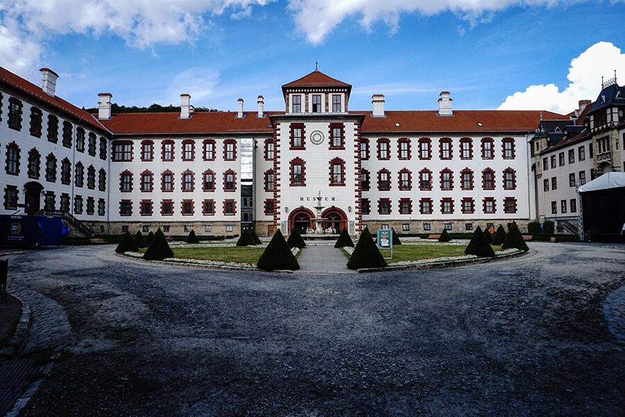 Schlosshof - Schloss Elisabethenburg