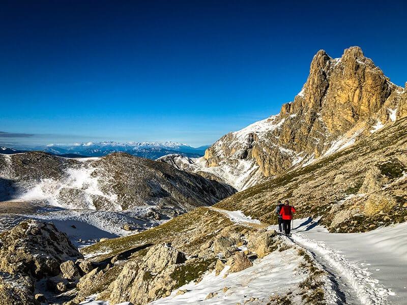 Der Wanderweg ins Tal und Blick auf die Roterdspitze