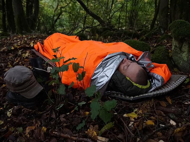 mit Schlafsack im Biwaksack gut gerüstet für die Nacht