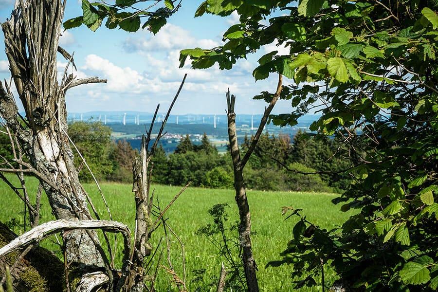 Ausblick über Nieder-Moos bis in die Rhön