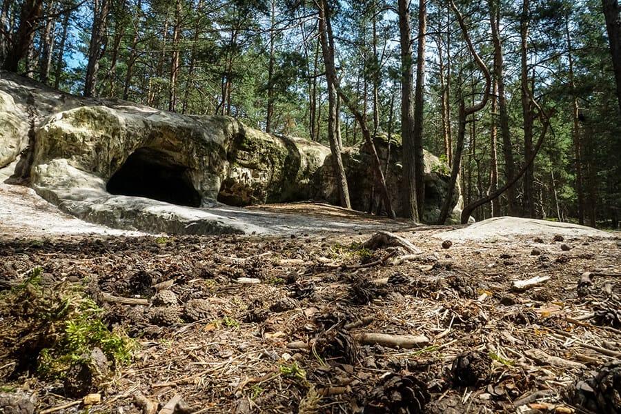 die kleinen Sandsteinhöhlen