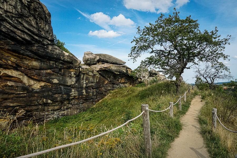 schöner Wanderweg entlang der Teufelsmauer bei Weddersleben