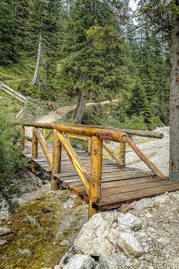 und wieder gehts über ein Brücke